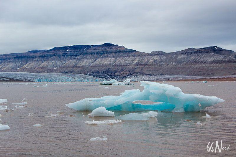 Iceberg depuis nos kayaks dans le fjord d'Ekman au Svalbard, été ©Florent Goumy