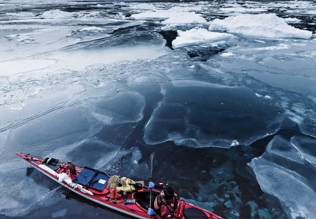 Kayak au coeur des glaces © Andy Parant