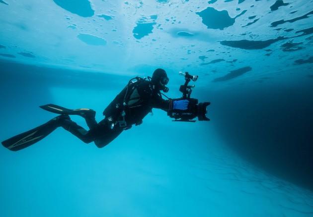 Prise de vue sous la glace ©L5R_Jean-Christophe-Guerri