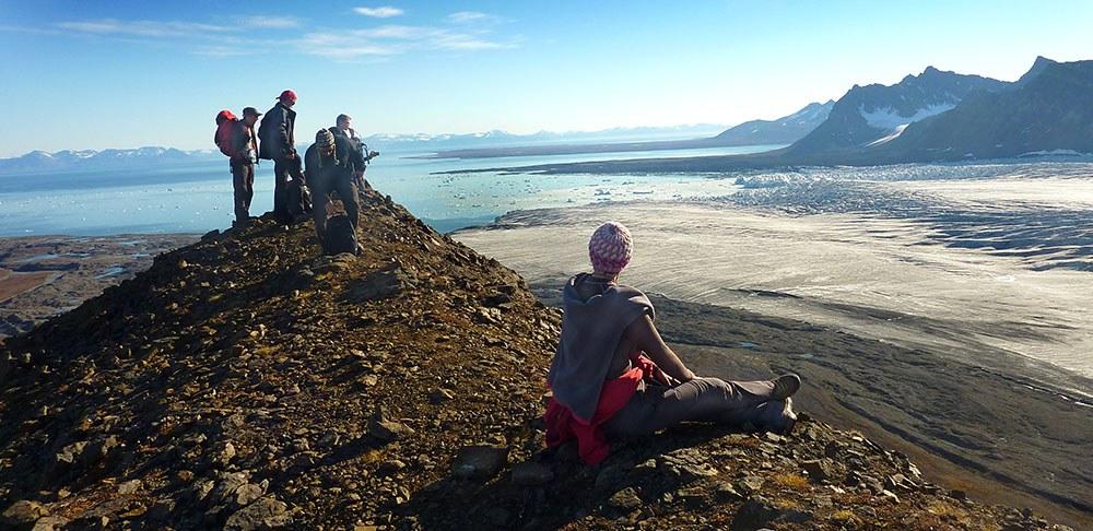 Groupe de randonneurs en haut du glacier de Svéa