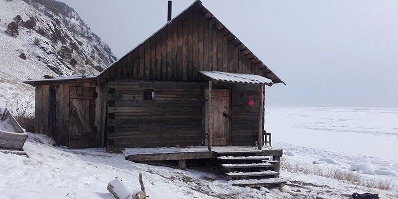 Cabane où a été tourné le film Dans les forêt de Sibérie Lac baikal, Sibérie, Russie.