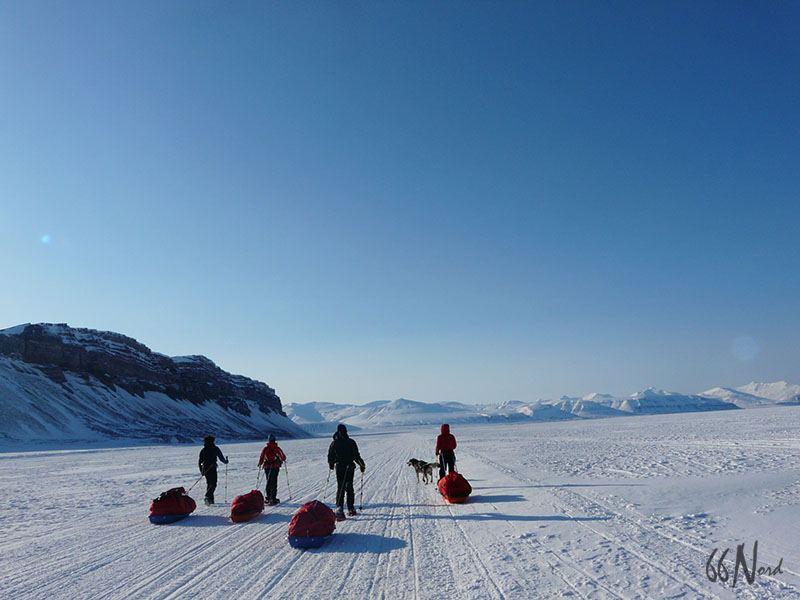 Randonnée ski pulka sur la banquise au SPitzberg, Svalbard