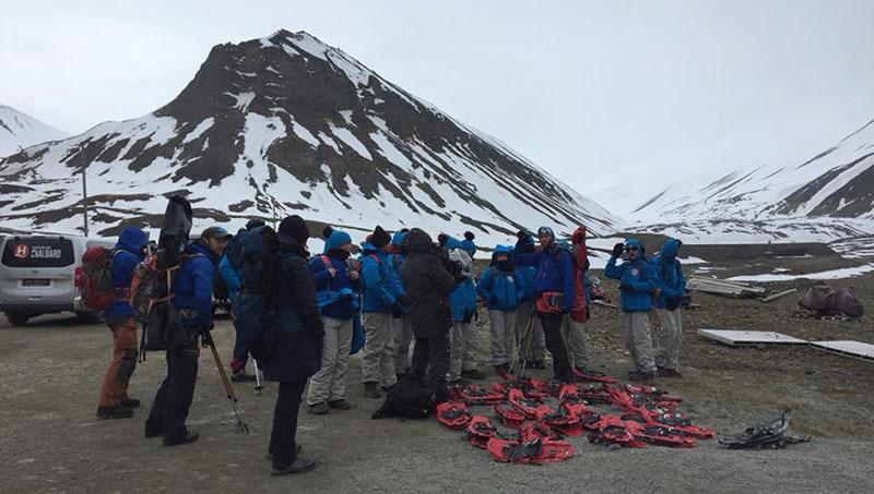 Randonnées raquettes sur les hauteurs de Longyearbyen ©Sentinelles de l'Arctique