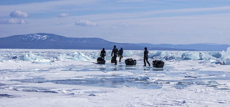 Randonnée sur le lac Baikal avec pulka ©Flo Le Priol