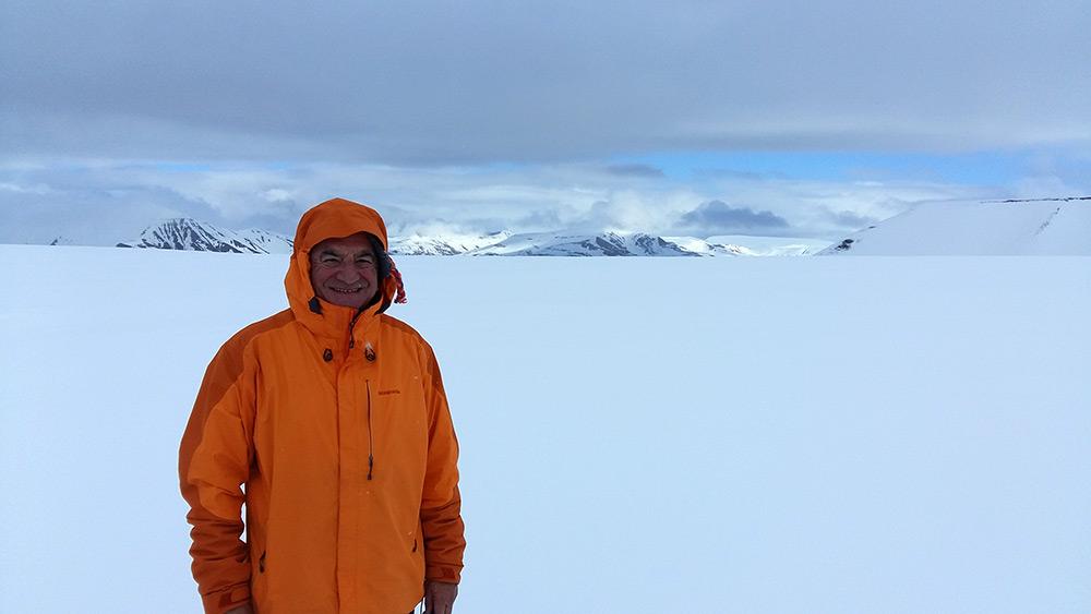 Bernard Lugaz, auteur du livre Ultimae Terrae, au Svalbard