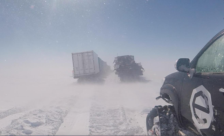 convoi en Antarctique ©Manu Poudelet