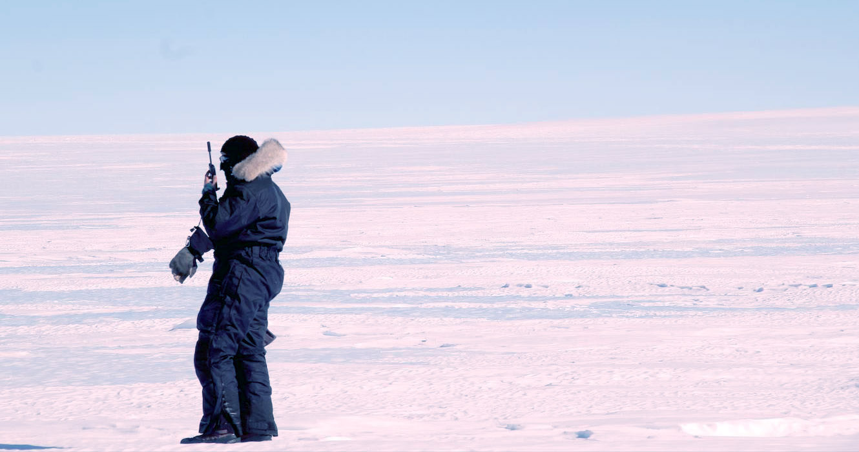 Supervision des Scientifiques en Antarctique par le guide ©Manu Poudelet