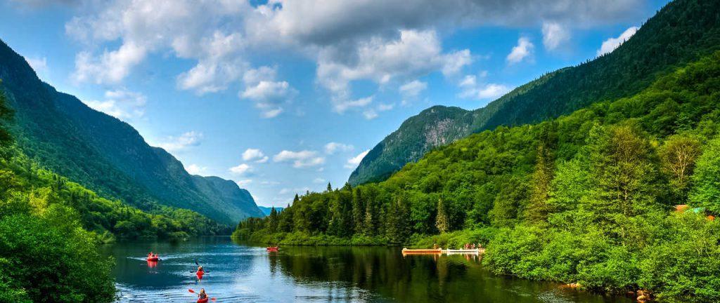 Canoës sur la rivière Moisie ©Shutterstock