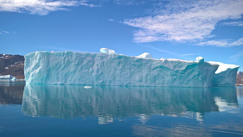 Iceberg géant sur la côte Est du Groenland ©Arnaud Poupounot