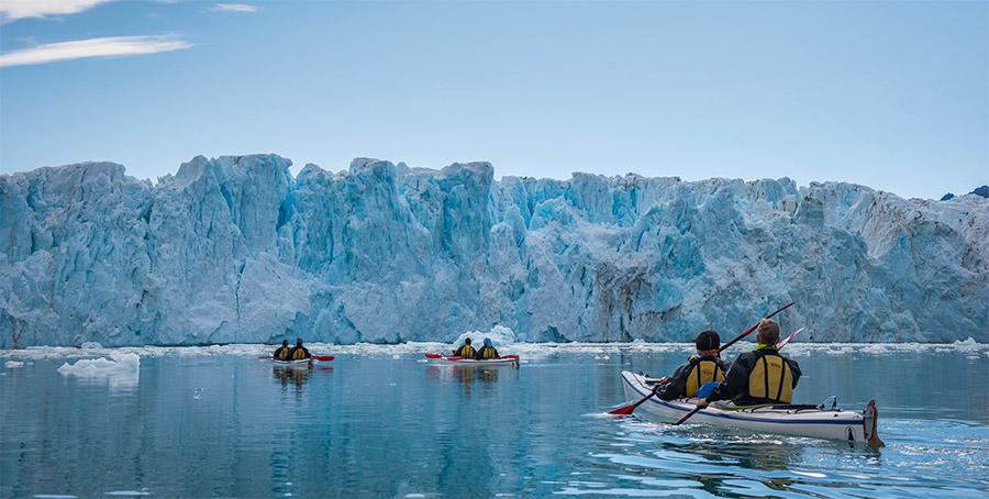 """Approche (mais pa strop près) du front du glacier de Monaco, Svalbard, voyage """"Texas Bar"""" ©Yannick Long, guide 66°Nord"""