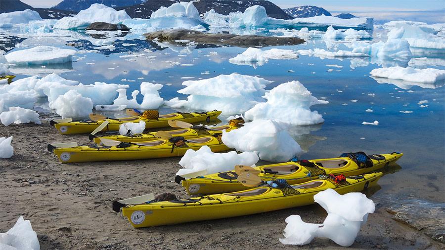 Kayak de mer 66°Nord sur une plage de la côte Ouest du Groenland ©Florian Grally, conseiller spécialiste Altai