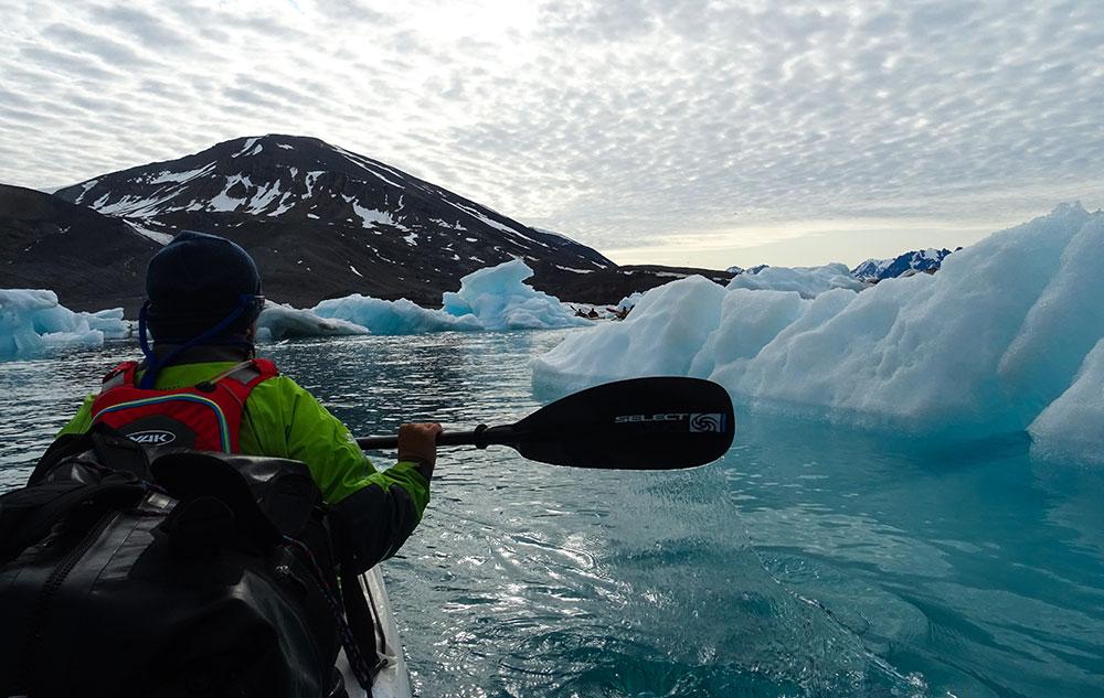 Kayak parmi les icebergs ©Romain, voyageur 66°Nord/Aventure Hustive 2