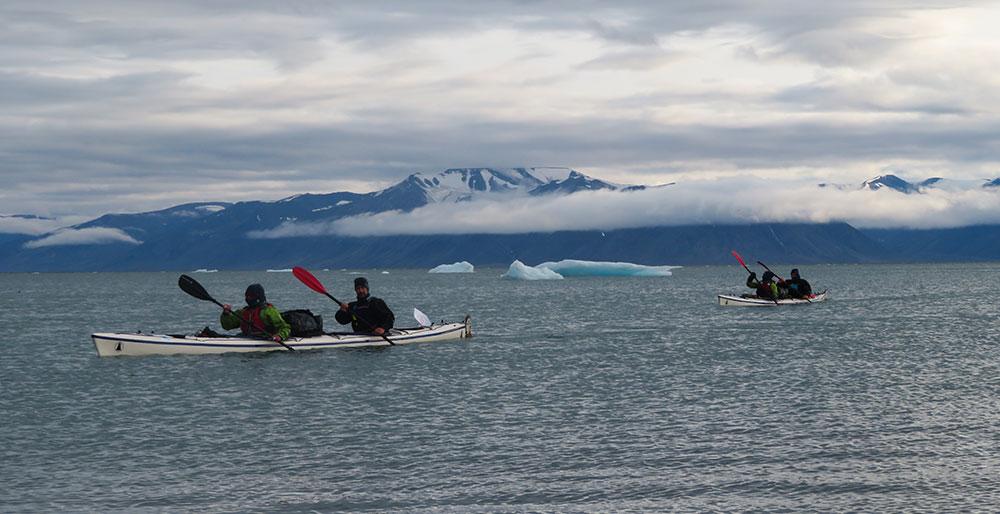 Kayak par temps gris ©Maud Sevaux, guide 66°Nord