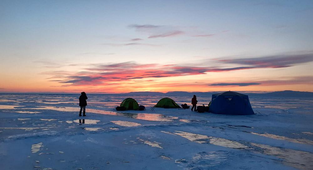 Camping sur la glace ©Elodie Roux, équipe 66°Nord