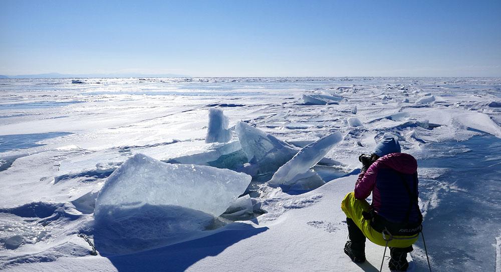 Photo de la glace du lac Baïkal ©Elodie Roux, équipe 66°Nord