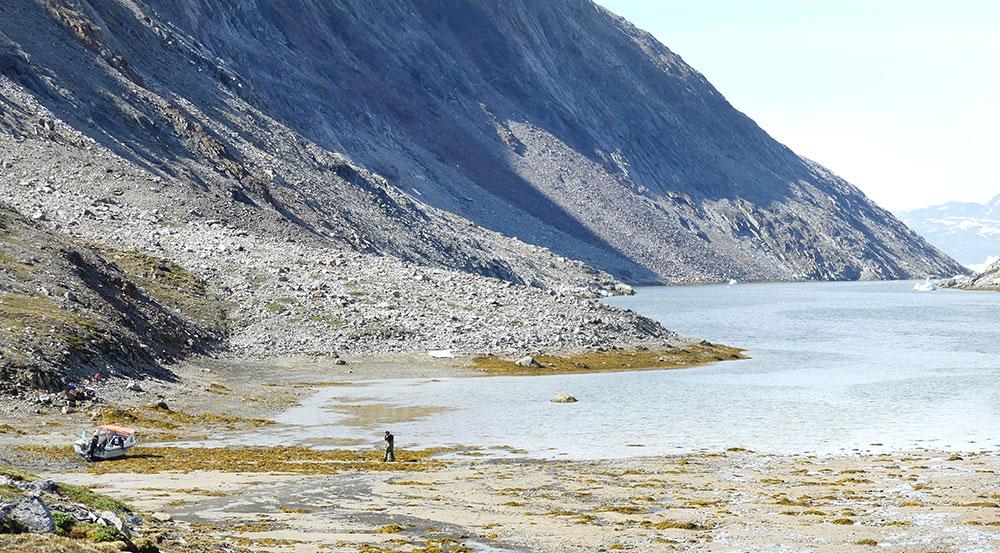 Dans le fjord, au pied des montagnes ©Laurine Bertrand