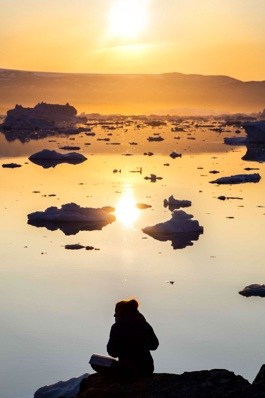 Soleil de minuit au Groenland sur la baie ©Laurine Bertrand