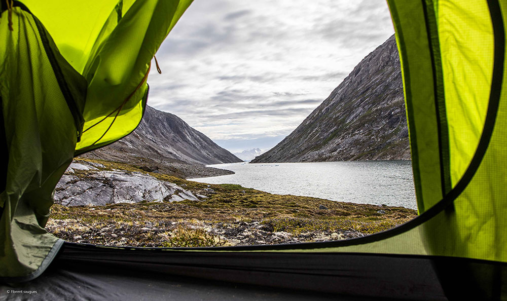 Vue sur le fjord depuis la tente ©Florent Saugues