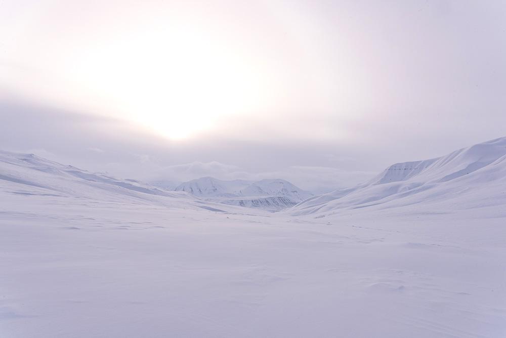 Le Svalbard, Arctique, en hiver. Crédit : Sylvain Guyon, voyageur 66°Nord