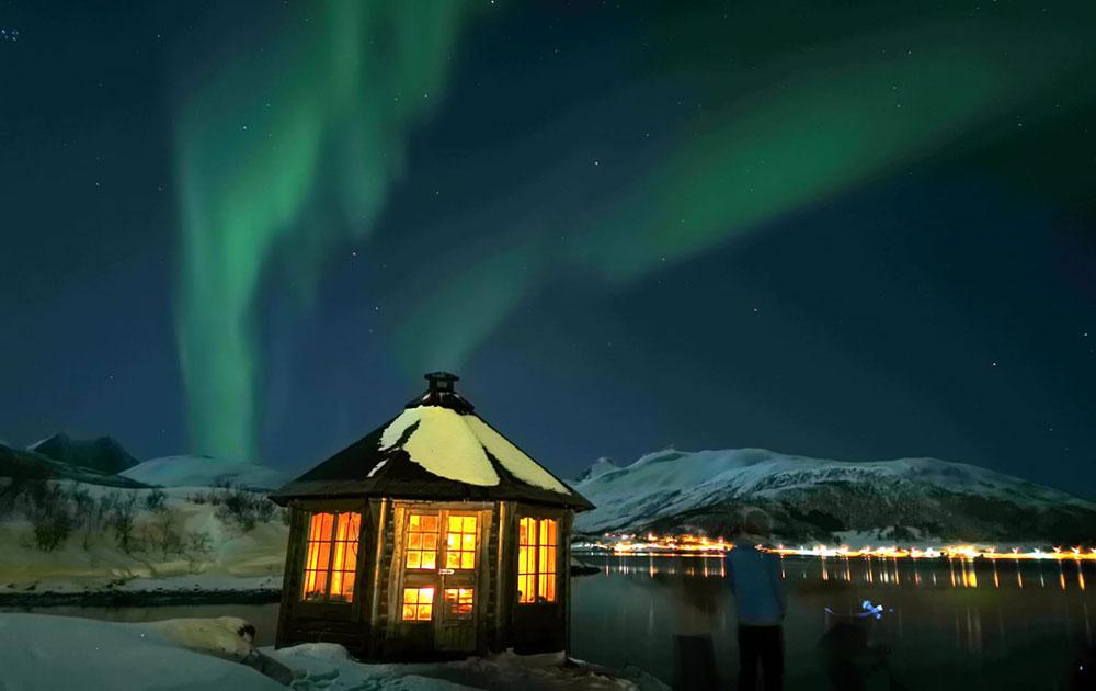 Aurores boréales dans le Nord de la Norvège. Crédit : Cyril Valois guides 66°Nord