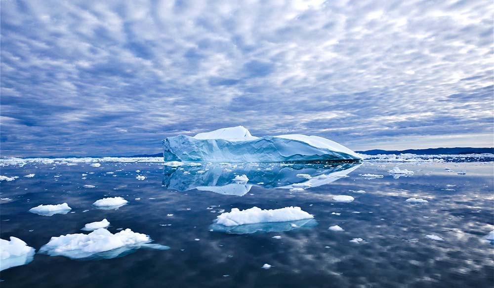 Iceberg dans l'Arctique. Crédit photo : Clément Legain, 66°Nord.