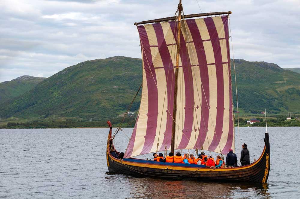Navir Viking en Norvège. Crédit : Rémi Basmaji, guide 66°Nord