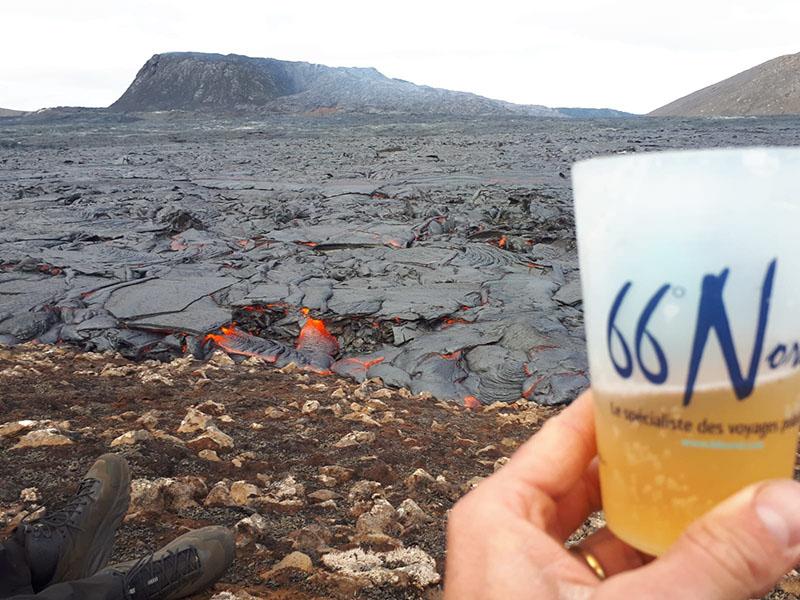 Un toast pour l'éruption ! ©Vidian, équipe 66°Nord