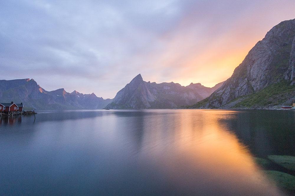 Reine, îles Lofoten, un soir d'été ©Rémi Basmaji